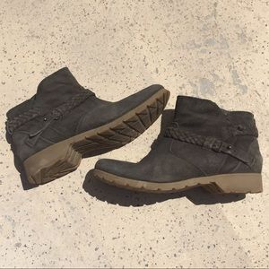 Teva De La Vina Suede Ankle Boots